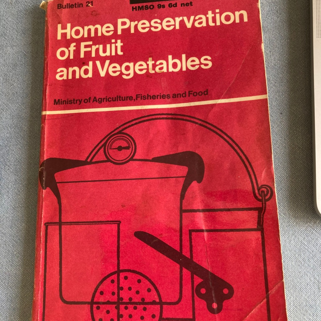 Front cover of Home Preservation of Fruit and Vegetables published by the Ministry of Agriculture, Fisheries and Food in 1968 (12th edition)